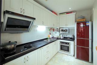 简欧风格简洁实用厨房橱柜设计效果图