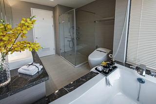 简约现代洗手间玻璃隔断效果图