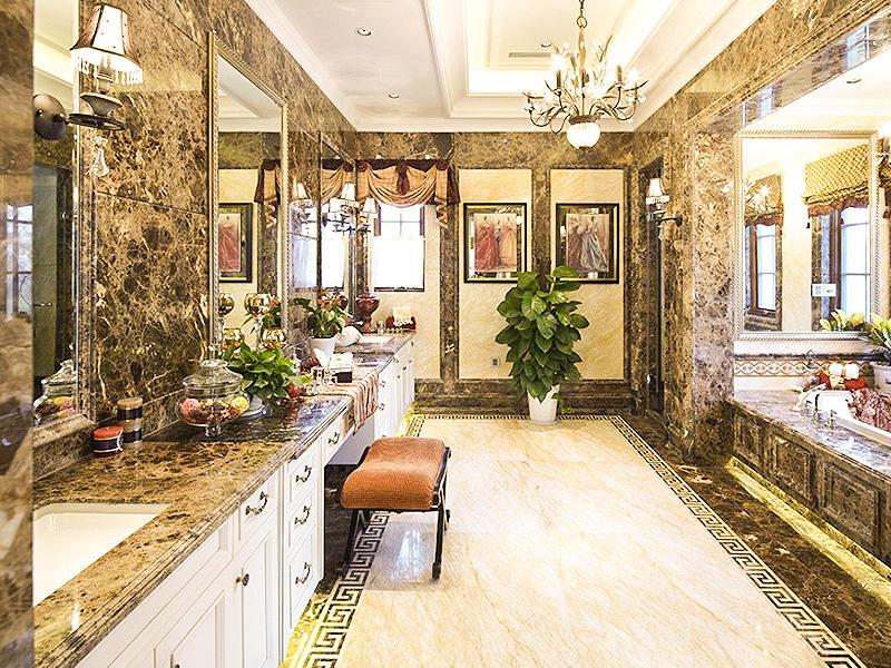 经典华丽复古欧式别墅卫生间装饰效果图