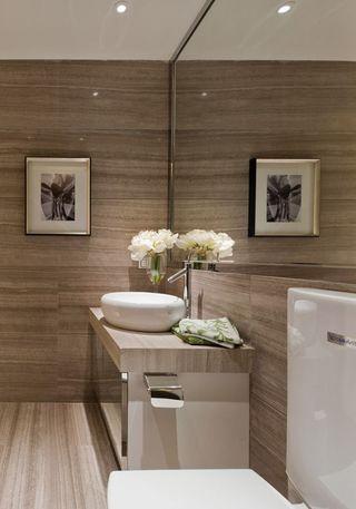 现代简约风格卫生间装修案例图片
