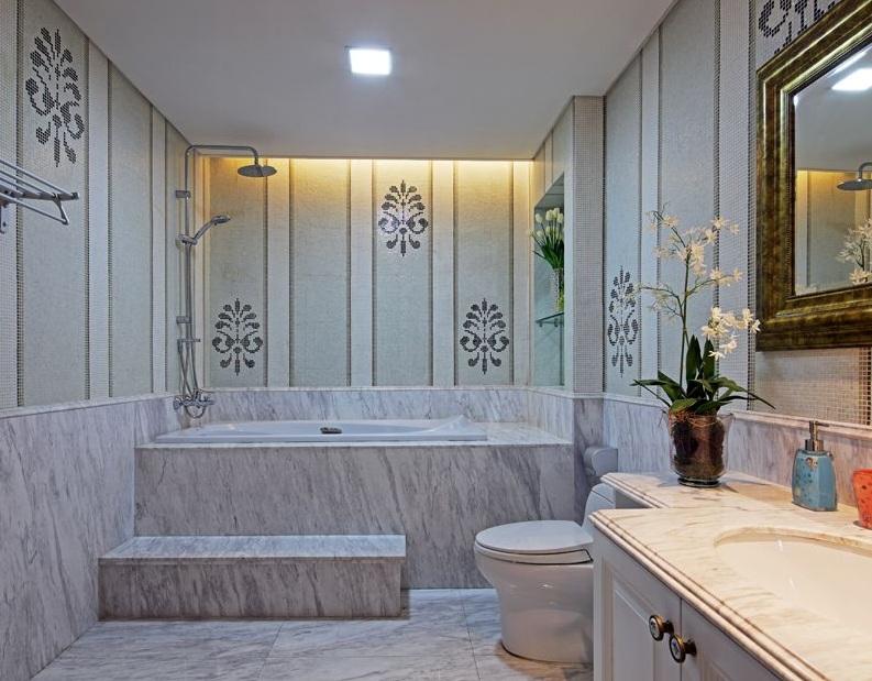 简欧风格室内卫生间瓷砖浴缸设计效果图