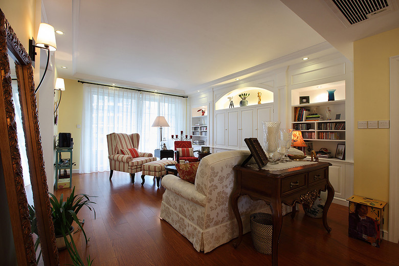 温馨复古美式三居客厅整体装潢设计