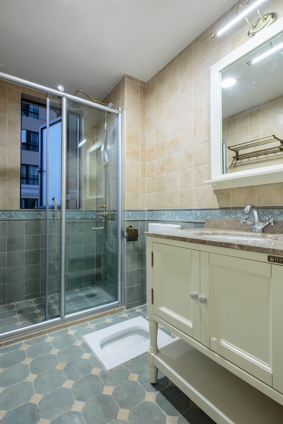 浪漫典雅美式三居卫生间设计装潢效果图