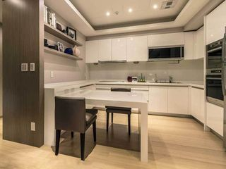 现代简约小户型厨房餐厅一体化设计效果图