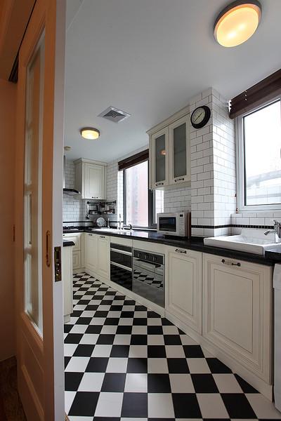 时尚黑白美式U型厨房装潢