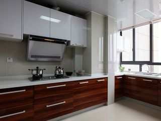 高端大气现代厨房实木橱柜装修效果图