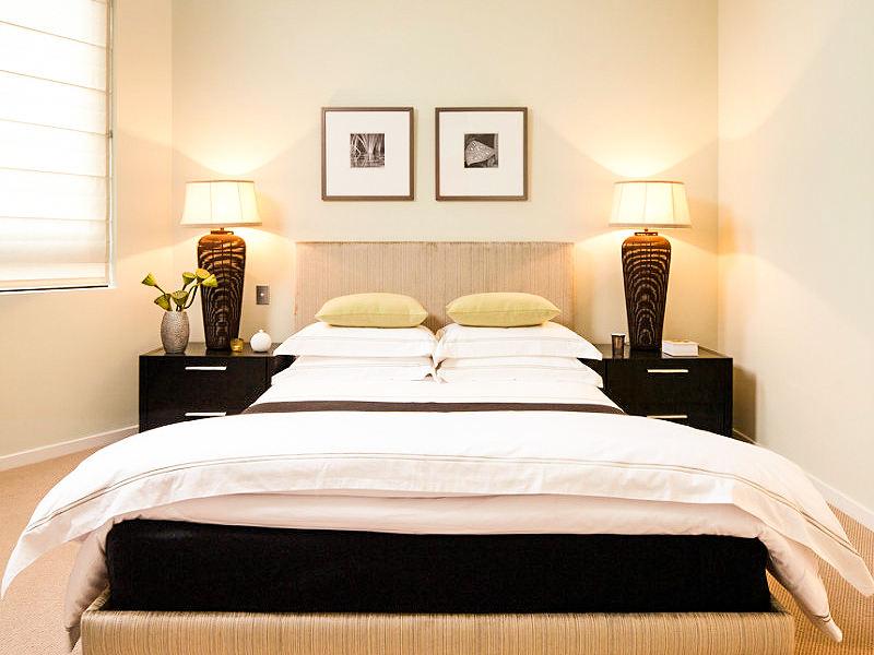 简约风格设计卧室照片墙效果图