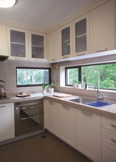 简约现代白色厨房效果图