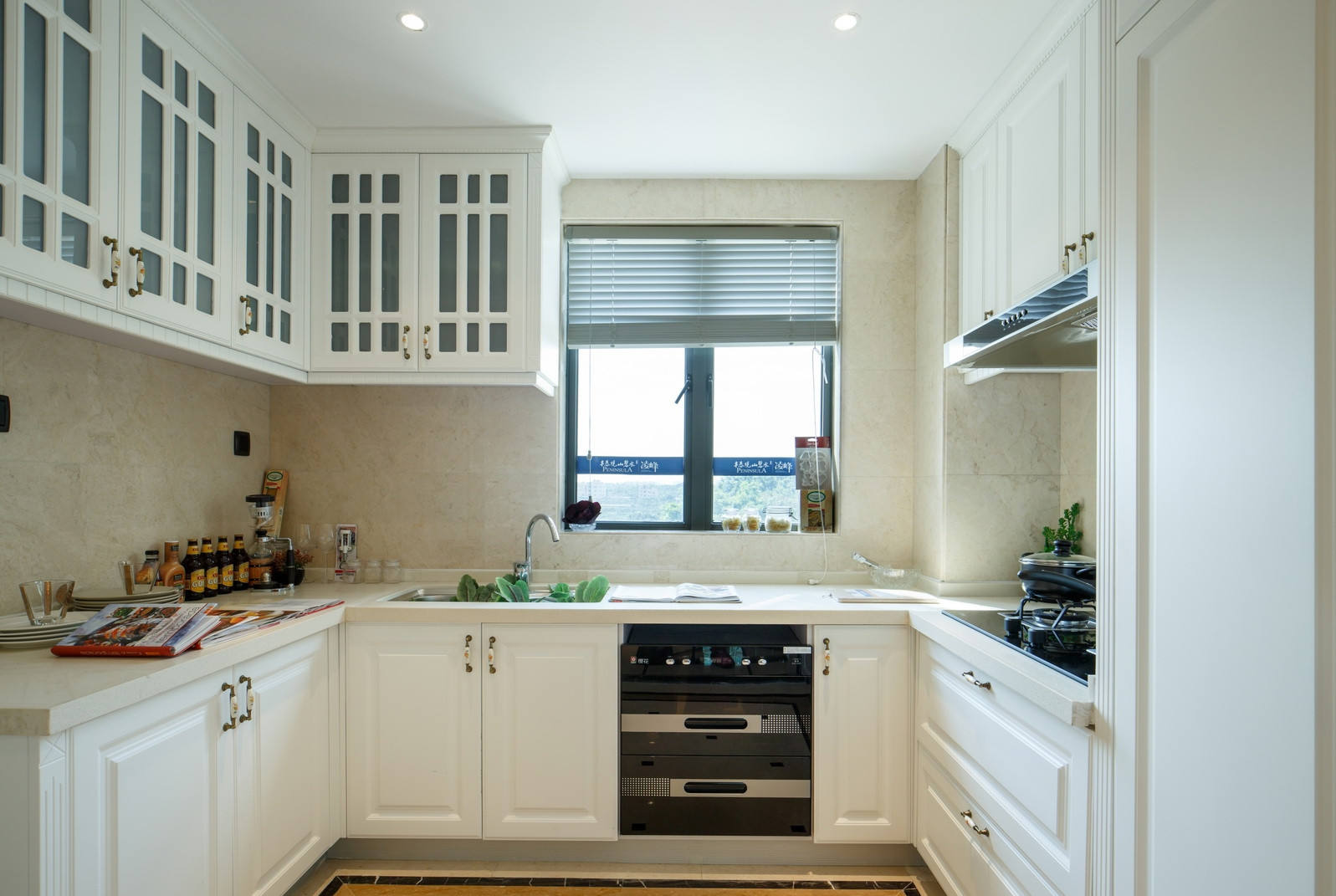 简洁明亮简欧厨房设计