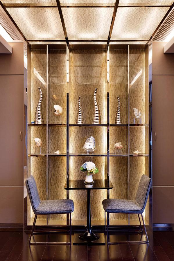 现代奢华金色系别墅局部展示柜效果图