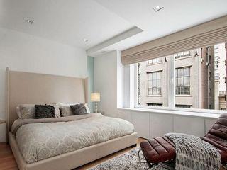 清爽简洁的日式原木卧室大窗台效果图