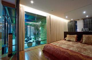 浪漫新中式玻璃隔断卧室效果图