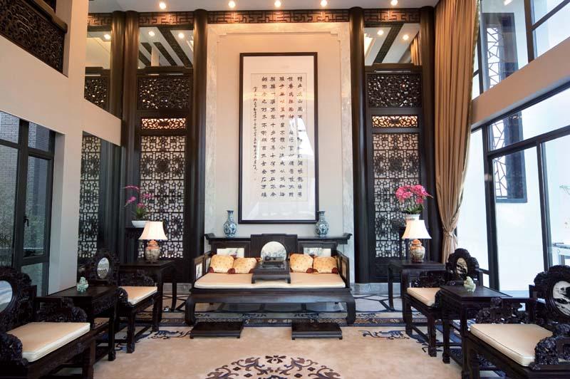 古典家居复式挑高客厅装修效果图