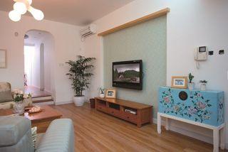 原木田园复古混搭客厅沙发背景墙