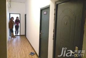 """30多套房改成200间小屋公寓变""""鸽子笼"""""""
