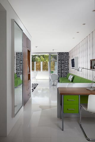 色彩斑斓的客厅装修 简约温馨宅男宅女客厅