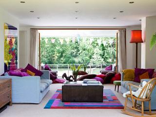 简约中户型客厅图 巧妙利用色彩丰富客厅