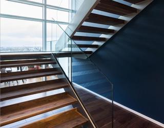 伦敦三室艺术品位现代公寓
