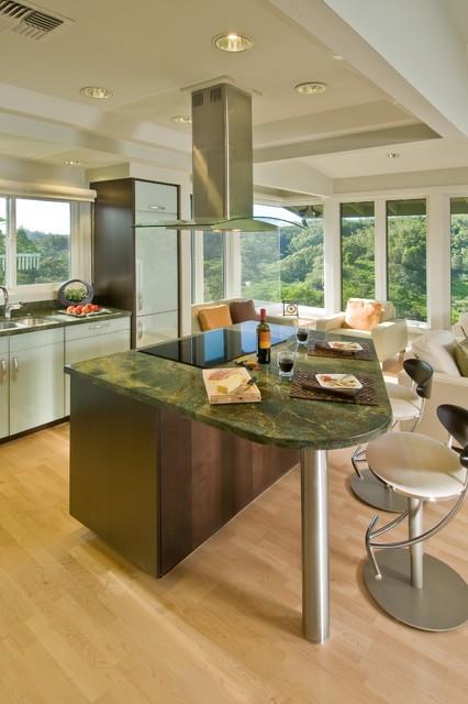 大理石餐桌带卡座的厨房