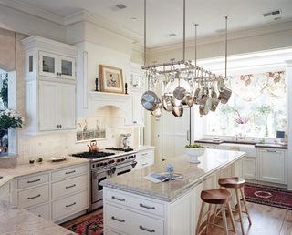 厨房间各式各样的小柜子  组合成生动的厨房