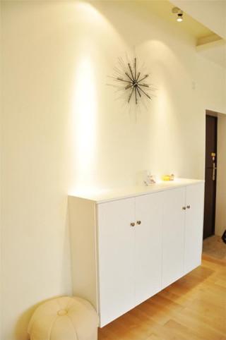简约白色壁挂式玄关柜效果图