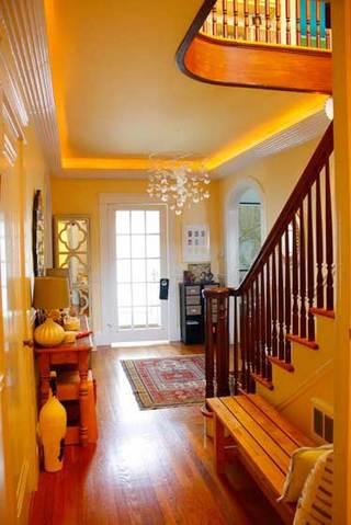 明黄色温馨玄关设计效果图