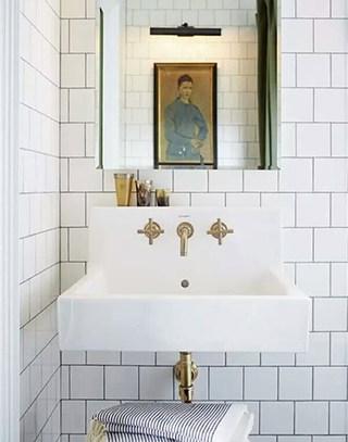 经典白色卫生间台盆装修