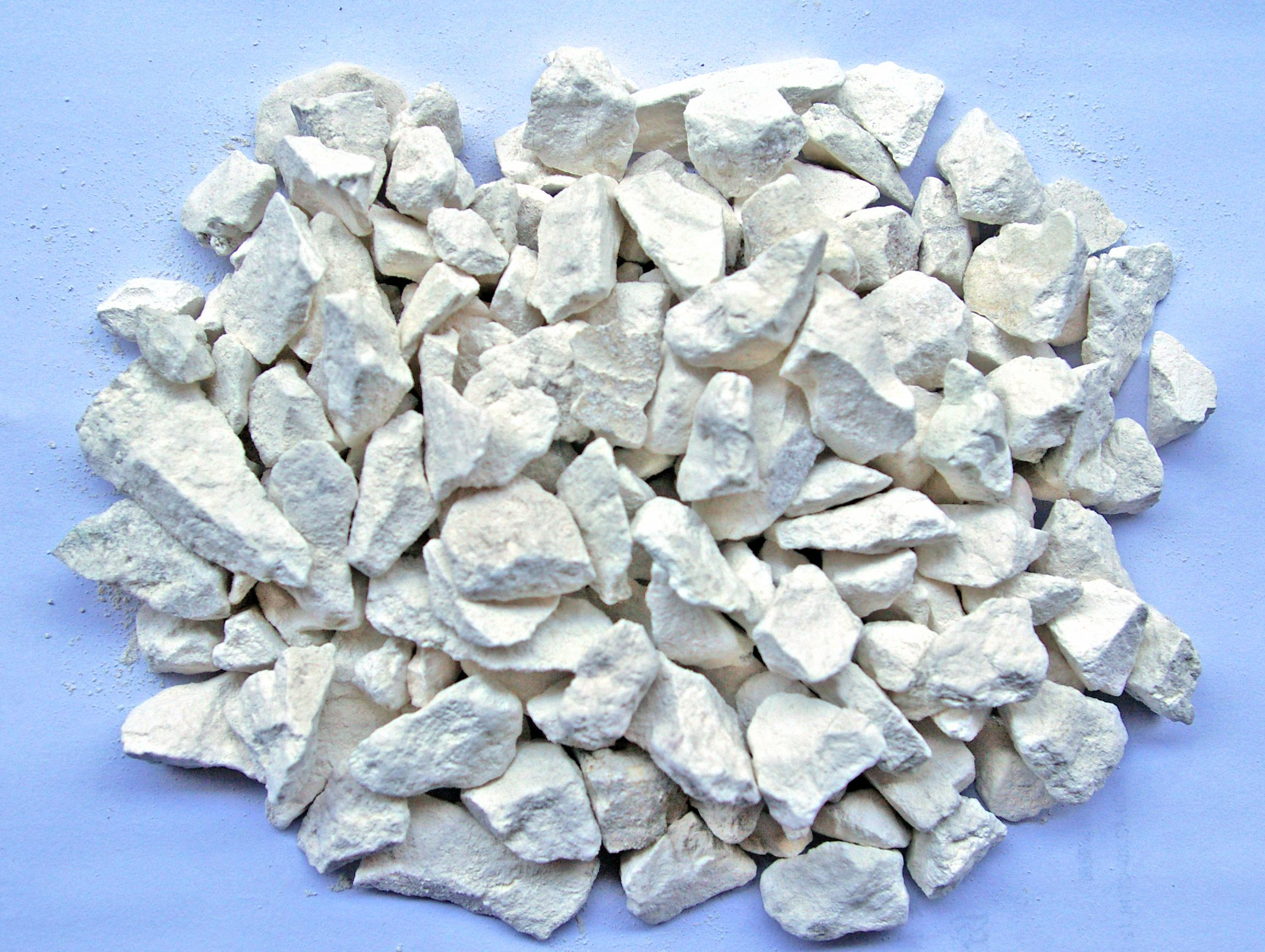 生石灰起干燥作用_石灰石成分,石灰石的化学式,石灰水的作用,石灰乳对人体的危害 ...