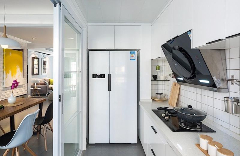 白色简约家居厨房推拉门设计