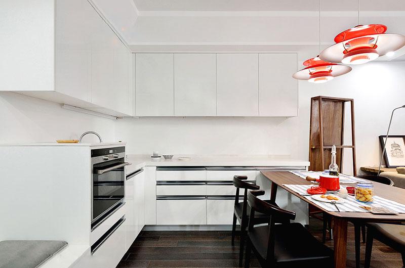 北欧风开放式厨房 白色橱柜设计