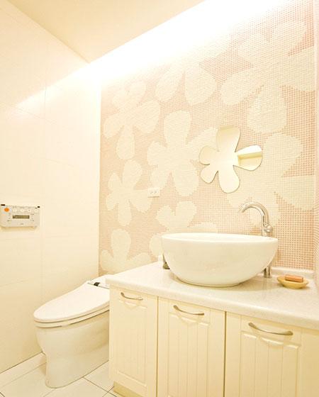 卫生间背景墙瓷砖装潢图