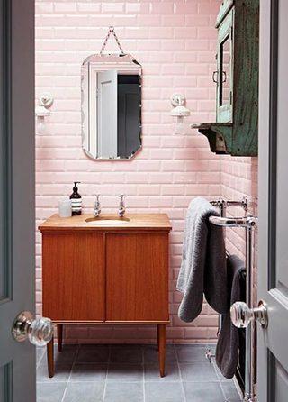 粉色系卫生间设计构造图