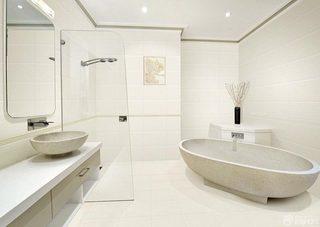 白色系卫生间设计图