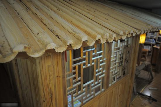 73岁老木匠不到1万打造30平米小木屋