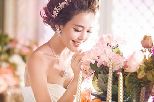 学习新娘跟妆怎么样 新娘跟妆师工资高吗