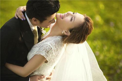 拍婚纱照什么颜色的头发好看  拍婚纱照用什么发