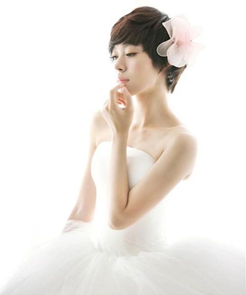 婚纱照短发造型_短发新娘婚纱照