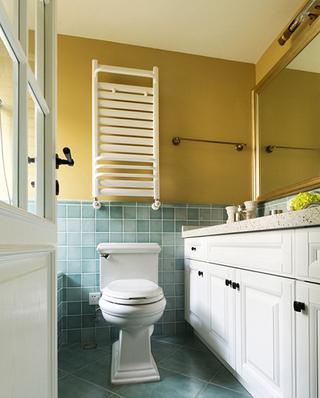 100平美式三居室卫生间设计