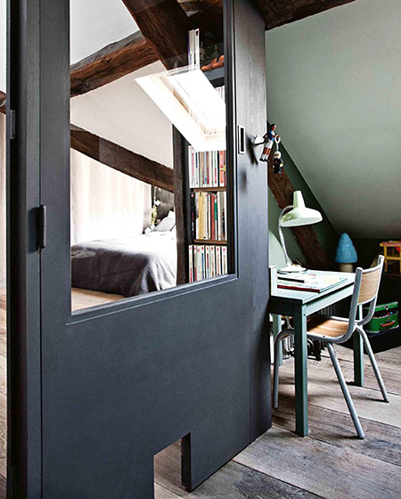 35平旧房改造装修卧室书桌图片