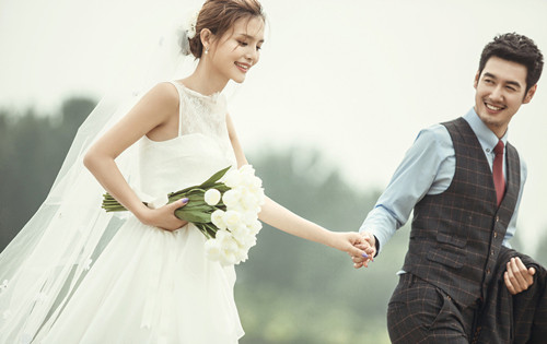 婚纱摄影摄影师_女摄影师人身摄影图片