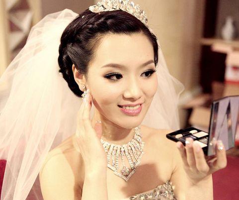 新娘的妆怎么化好看217 新人该如何选择新娘化妆