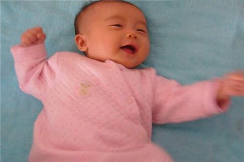 2个月宝宝早教 适合两个月婴儿的早教游戏推荐