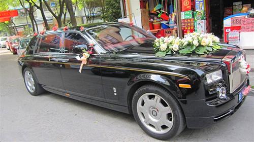 婚车多少钱一天 新人在挑选婚车有什么讲究|业界动态-郑州聚鑫婚庆礼仪有限公司