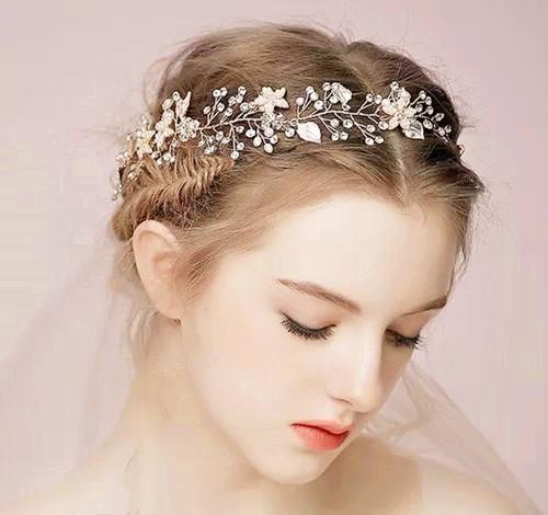 新娘简单发型风格有哪些 新娘发型注意事项
