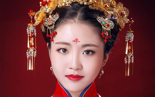 济南新娘跟妆要注意什么 小细节让新娘更加亮丽