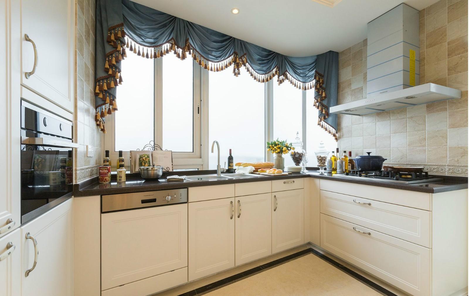 法式奢华别墅厨房装修效果图