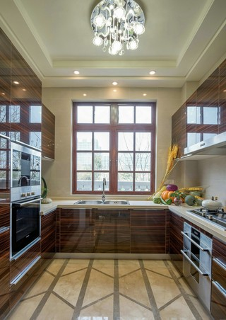 混搭风格别墅厨房装修效果图