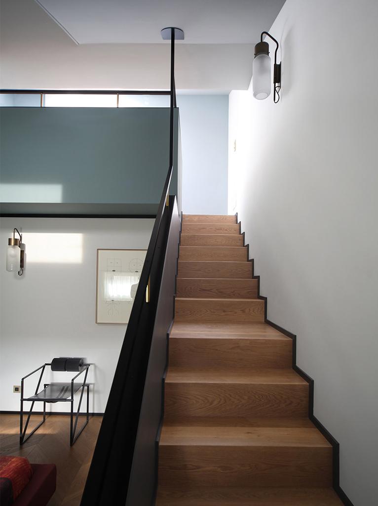 160平复式公寓楼梯装修效果图