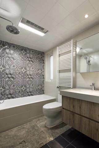 现代简约三居卫生间装修设计图