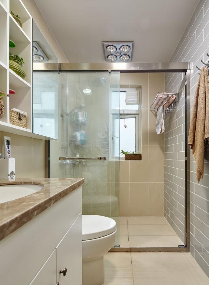 三居室简约风格卫生间装修效果图